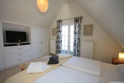 Schlafzimmer I (Obergeschoss) – Ferienhaus Sonnenwiese