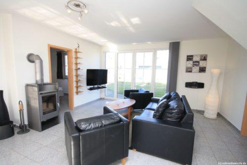 Wohnbereich mit offener Küche (Erdgeschoss) - Ferienhaus Königshörn