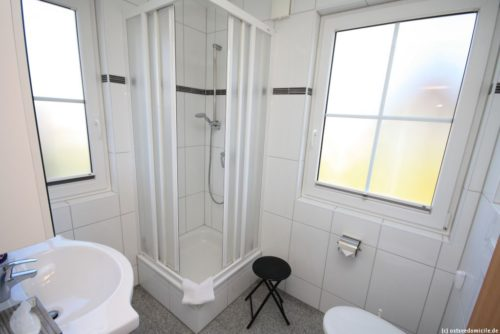 Badezimmer 1 (Erdgeschoss) - Ferienhaus Königshörn