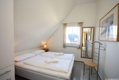 Schlafzimmer 3 (Obergeschoss) - Ferienhaus Königshörn